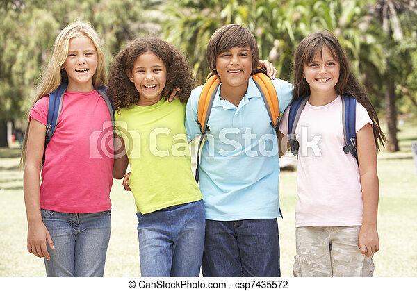 álló, liget, csoport, iskolások - csp7435572