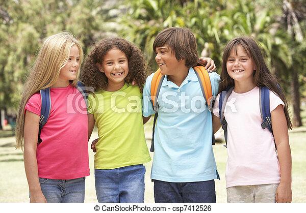 álló, liget, csoport, iskolások - csp7412526