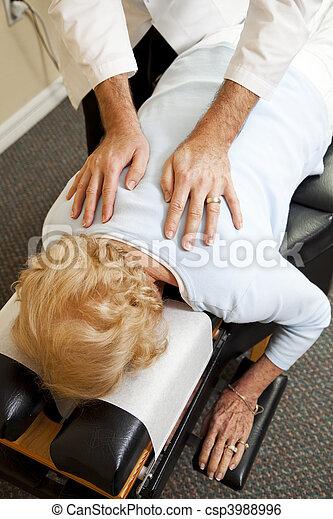 bánásmód, törődik, gerinc kezelése - csp3988996
