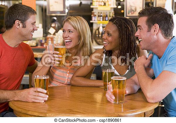 bár, fiatal, nevető, csoport, ivás, barátok - csp1890861