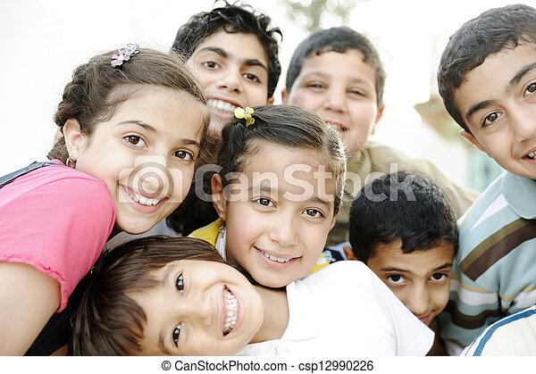 csoport, gyerekek, boldog - csp12990226
