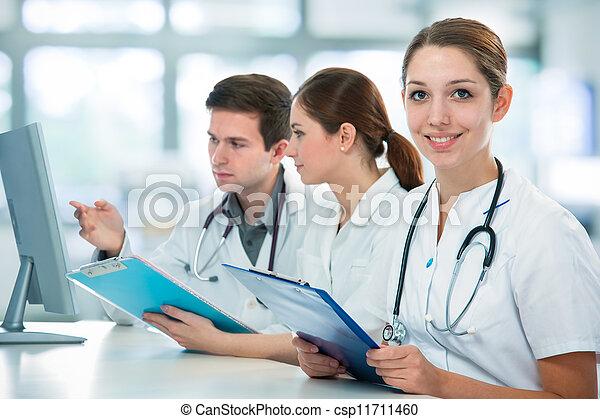 diákok, orvosi - csp11711460