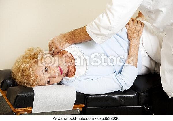 elintézés, őt ért, gerinc kezelése, türelmes - csp3932036