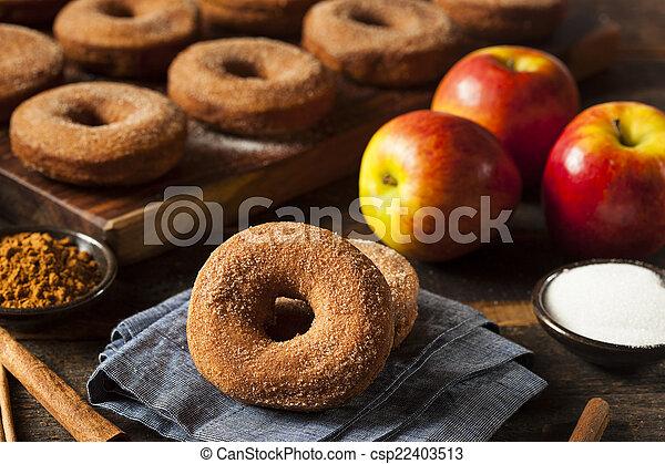 földimogyorók, meleg, almabor, alma - csp22403513