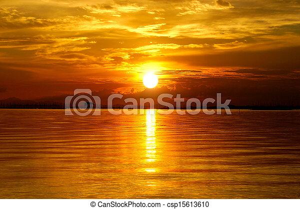 gyönyörű, arany-, elhomályosul, sky., napnyugta, twilight. - csp15613610