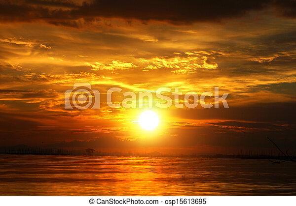 gyönyörű, arany-, elhomályosul, sky., napnyugta, twilight. - csp15613695