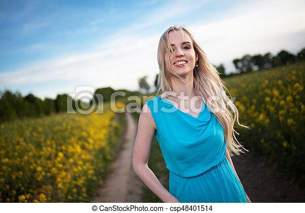 gyönyörű, megfog, nő, fiatal - csp48401514