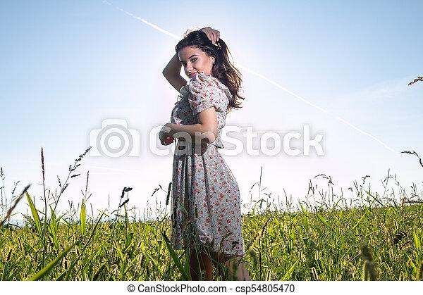 gyönyörű, megfog, nő, fiatal - csp54805470