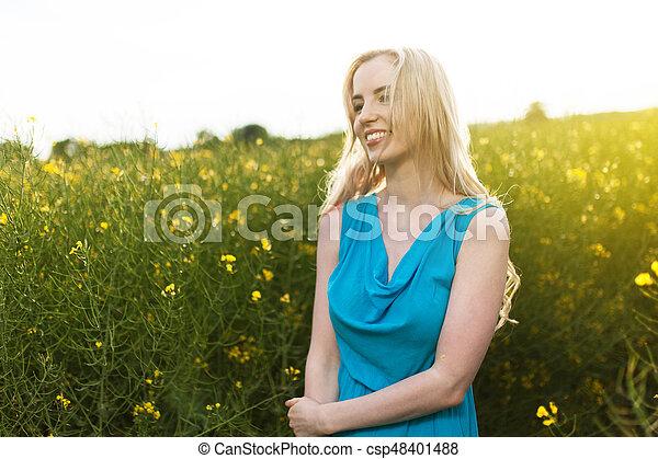 gyönyörű, megfog, nő, fiatal - csp48401488