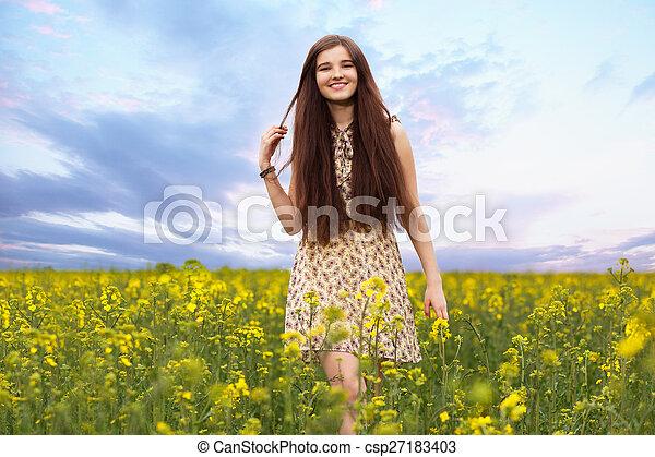 gyönyörű, megfog, nő, fiatal - csp27183403