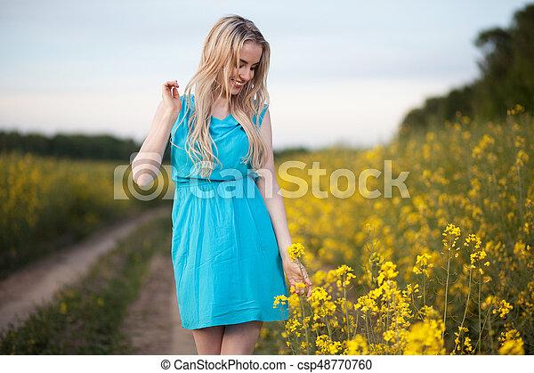 gyönyörű, megfog, nő, fiatal - csp48770760