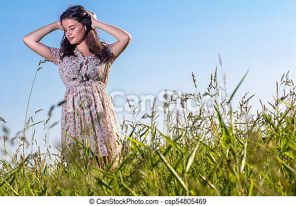 gyönyörű, megfog, nő, fiatal - csp54805469