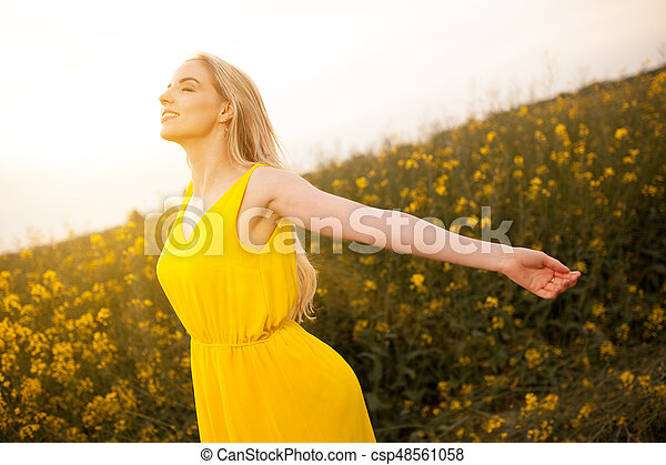 gyönyörű, megfog, nő, fiatal - csp48561058