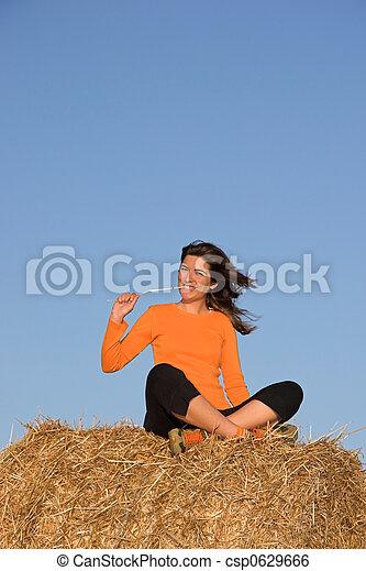gyönyörű, mező, nő, elhelyezett - csp0629666