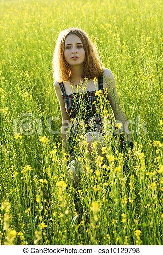 gyönyörű, mező, nő, fiatal - csp10129798