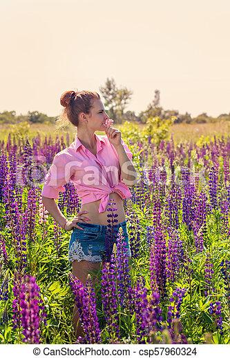 gyönyörű, mező, nő - csp57960324