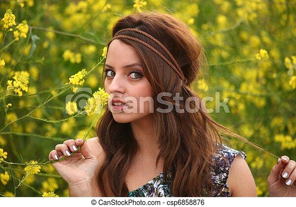 gyönyörű, mező, nő, virág, boldog - csp6858876