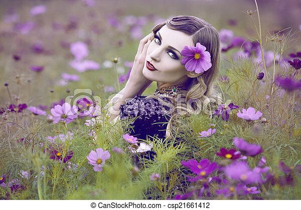 gyönyörű, mező, nő, virág - csp21661412
