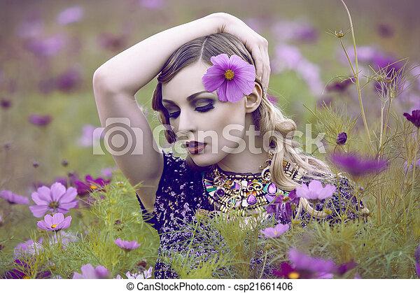 gyönyörű, mező, nő, virág - csp21661406