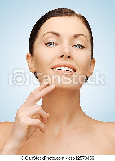 gyönyörű woman, áll, hegyezés - csp12573453