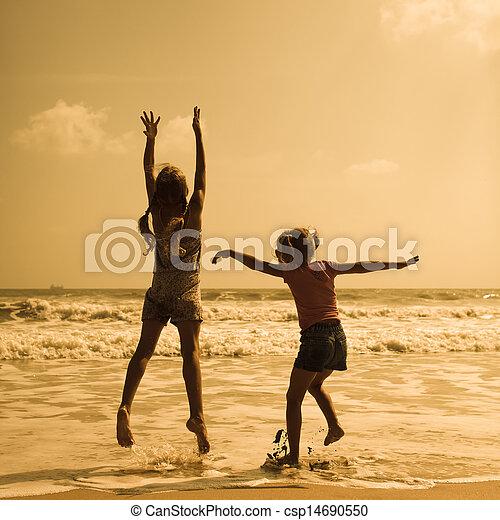 gyerekek, tengerpart, két, ugrás, boldog - csp14690550
