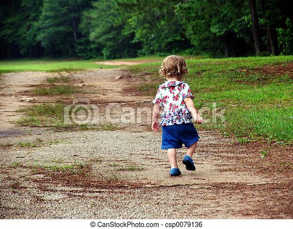 gyermek, gyalogló - csp0079136