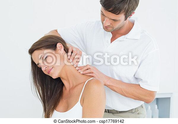 hátgerincmasszázzsal gyógyító, nyak, woman's, fiatal, hím, masszázs - csp17769142