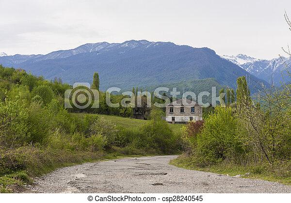 hegyek, út, épület - csp28240545
