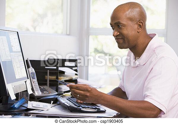 hivatal, hitel, számítógép, birtok, otthon, smilin, használ, kártya, ember - csp1903405