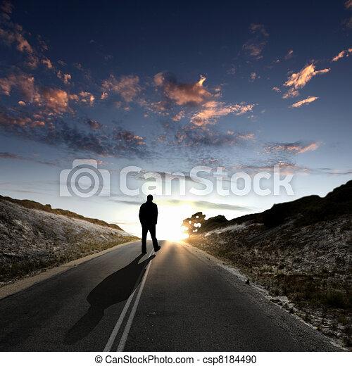 jár away, mentén, hajnalodik, út, ember - csp8184490