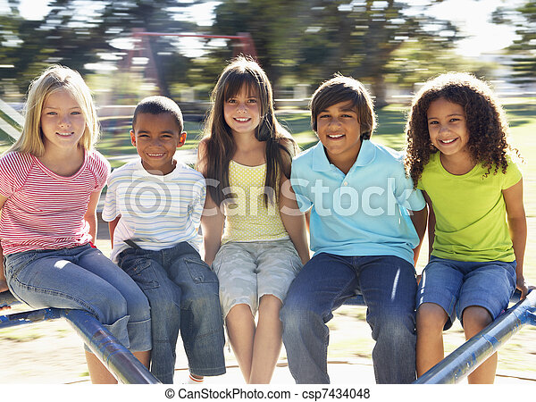 játszótér, lovaglás, csoport, körforgalom, gyerekek - csp7434048