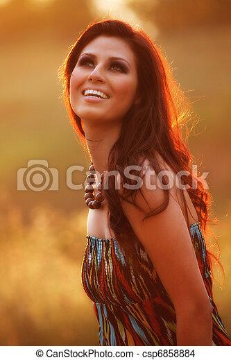 kép, nő, boldog, field., virág, intentionally, gyönyörű - csp6858884