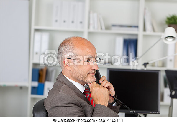 kéz, telefon, figyelmes, áll, landline, üzletember, használ - csp14163111