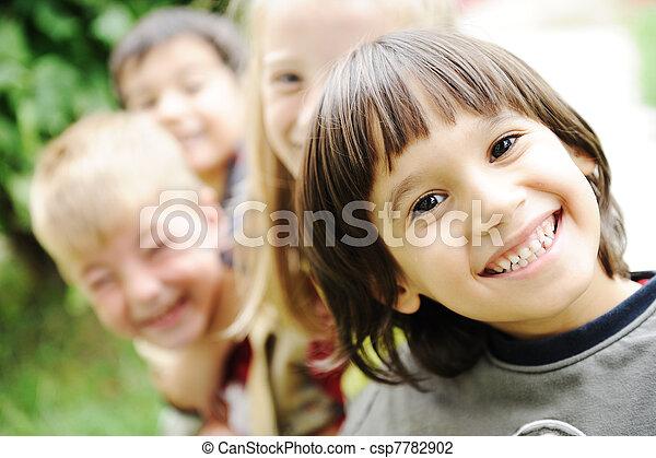 külső, együtt, kívül, gondatlan, határ, mosolyog arc, gyerekek, boldogság, boldog - csp7782902