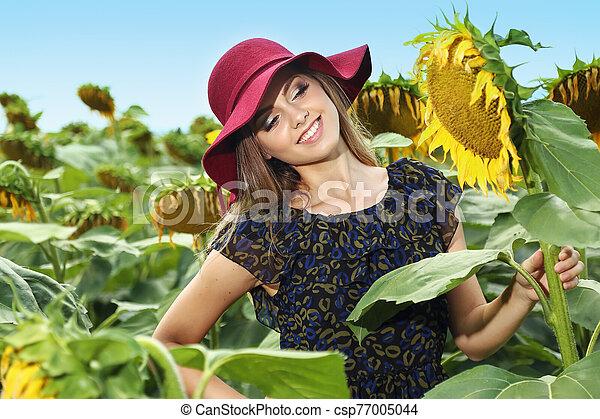 kalap, nő, napraforgó, gyönyörű, fiatal - csp77005044