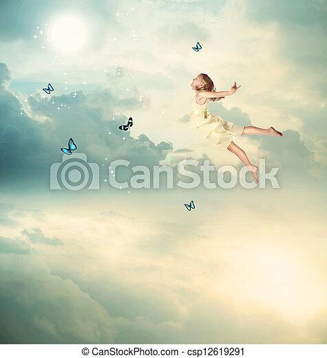 kicsi lány, repülés, félhomály - csp12619291