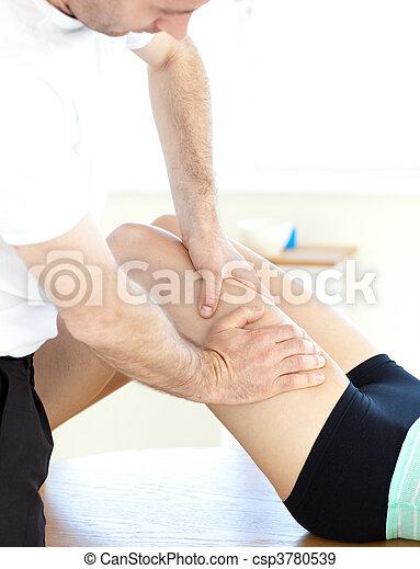 láb, felfogó, masszázs, nő, fiatal - csp3780539
