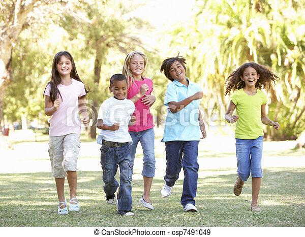 liget, futás, csoport, gyerekek, át - csp7491049