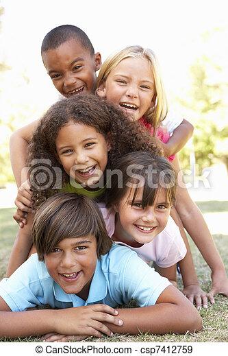liget, gyerekek, csoport, feláll, bolyhos - csp7412759