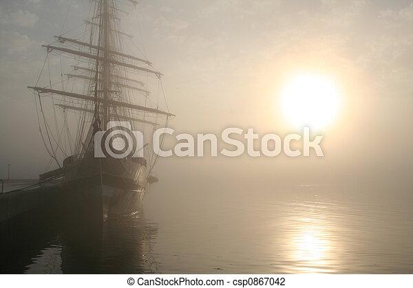 magas hajó, napkelte - csp0867042