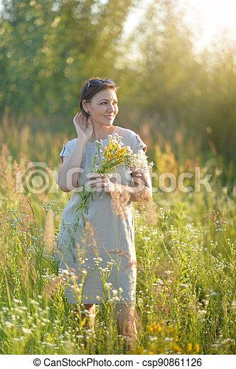 mező, gyönyörű, menstruáció, kisasszony - csp90861126