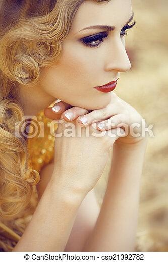 nő, arany, gyönyörű - csp21392782