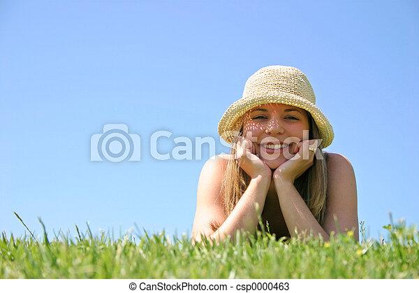 nő, fű - csp0000463