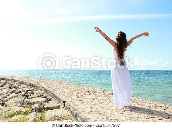 nő, neki, bágyasztó, nyit fegyver, szabadság, élvez, tengerpart - csp15547287