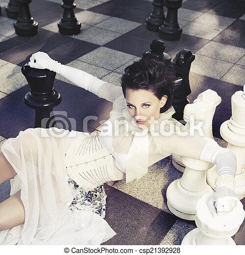 nő, sakkjáték, gyönyörű, óriási - csp21392928