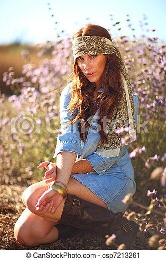 nő, summertime idő, mező, gyönyörű - csp7213261