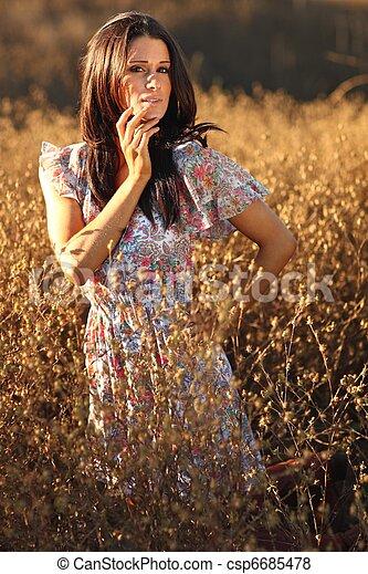 nő, summertime idő, mező, gyönyörű - csp6685478