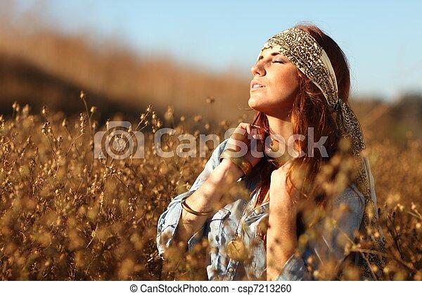 nő, summertime idő, mező, gyönyörű - csp7213260