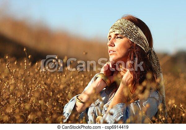 nő, summertime idő, mező, gyönyörű - csp6914419