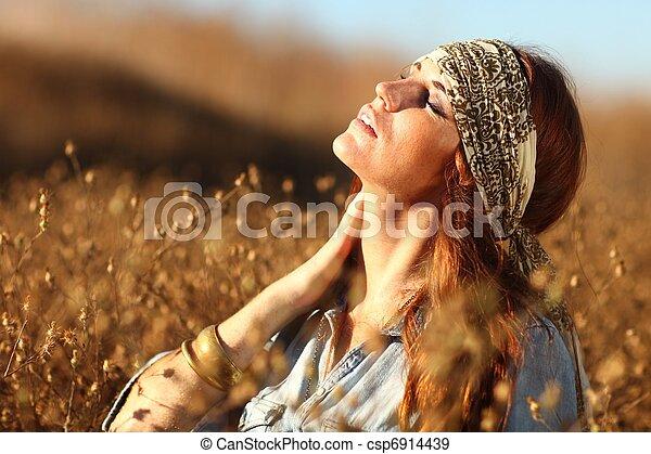 nő, summertime idő, mező, gyönyörű - csp6914439
